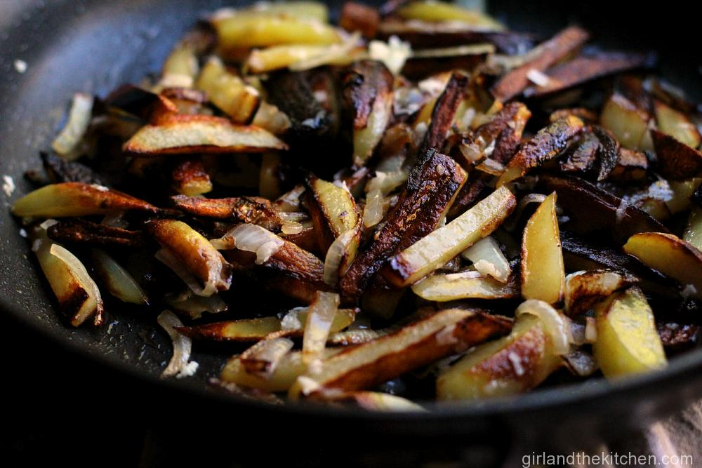 Russian Home Fries- ЖАРЕНАЯ КАРТОШКА from Girl and the Kitchen