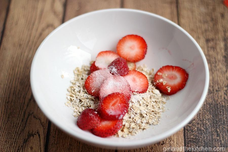 A quick and creamy healthy oatmeal recipe, full of flavor and low on sugar.