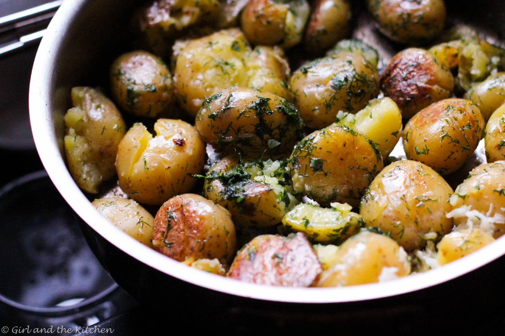 Pan Roasted Potatoes With Garlic And Dill Girl And The Kitchen