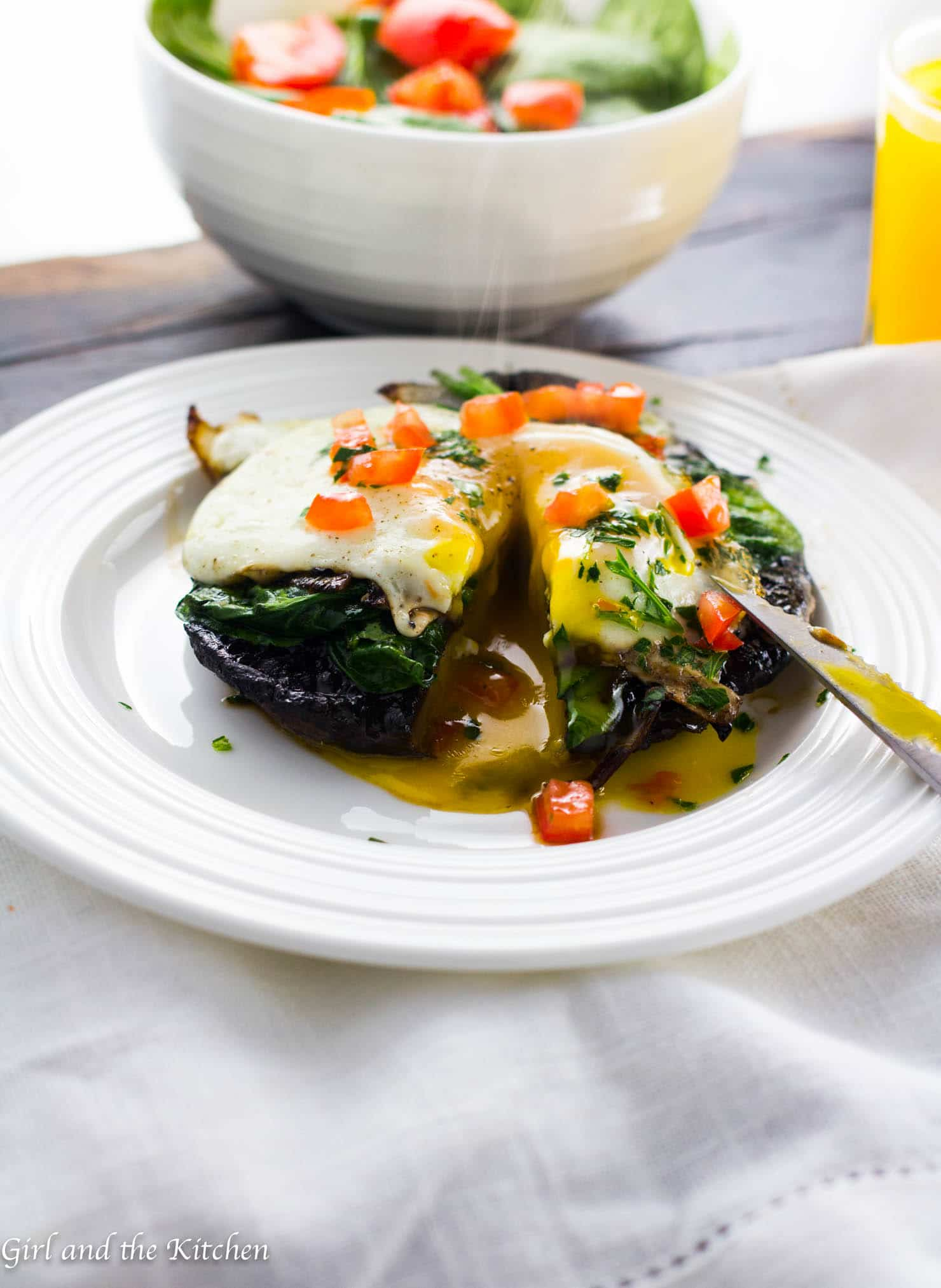 An incredibly easy one pan stuffed portobello mushrooms recipe full of spinach, garlic and topped with a gloriously runny egg. The perfect addition to a last minute brunch!