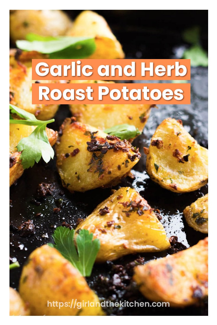The perfect side dish to any meal are these garlic and herb roast potatoes! #garlicherb